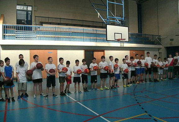 Dzięki uprzejmości Dyrekcji Szkoły Podstawowej nr 37 mieliśmy możliwość zachęcenia dzieci do uprawiania koszykówki.