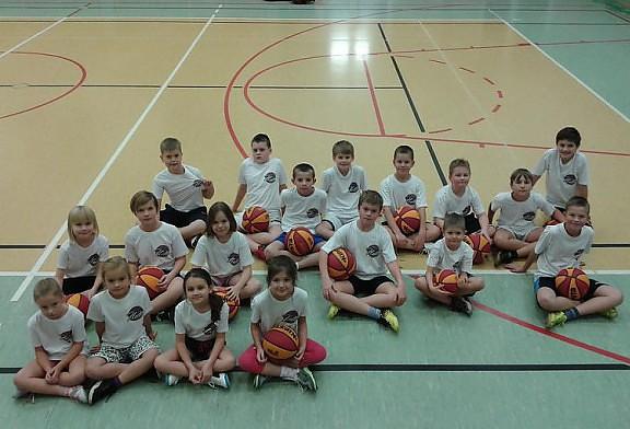 Święty Mikołaj docenił całoroczną, ciężką pracę młodych koszykarzy!